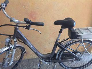 Vendo bicicleta eléctrica de paseo casi nueva