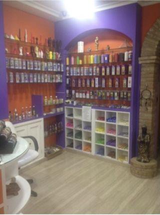 Traspaso tienda esotérica con sala de estética