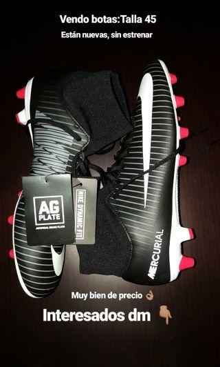 Botas de futbol Nike. Talla 45.