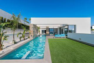 Villa exclusiva con 600m2 de parcela con piscina