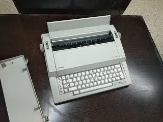 Maquina de escribir electrónica Olivetti