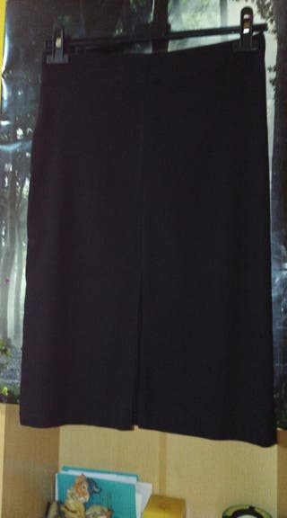 Falda negra ajustada