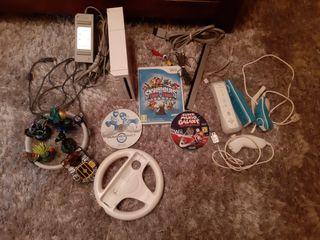 Consola Wii + 2 mandos + 2 juegos