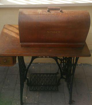 Antigua máquina de coser singer