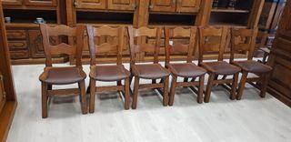 Sillas macizas con asiento de Piel natural.