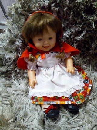 muñeca Caperucita roja de onil