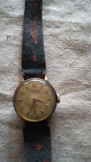 Antiguo reloj de señora Káiser
