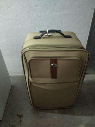 Conjunto de tres maletas