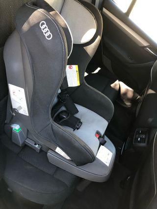 Silla coche Audi con soporte de pie