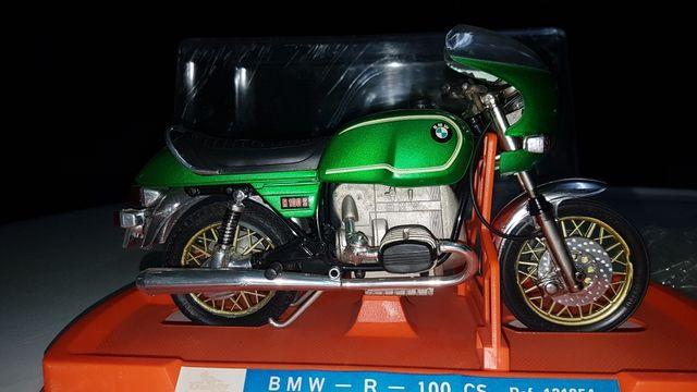 maqueta BMW año 75 en su caja original.