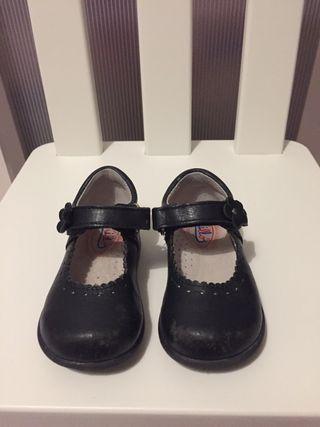 24224812d2 De Mano Wallapop En Torrevieja Niñas Segunda Para Zapatos xqTwBE