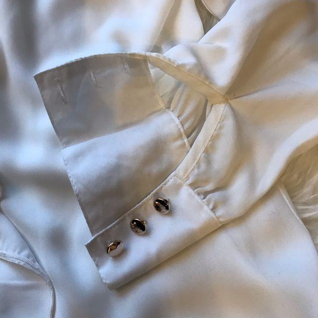Blusa volantes Talla S botones dorados
