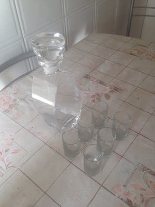 PRECIOSA!! Licorera + 6 vaso chupito