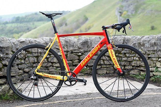 Bici de carretera carbono raleigh