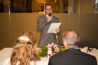 Maestro de ceremonias Oficiante de bodas Actor