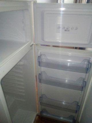 nevera icecool tiene dos años