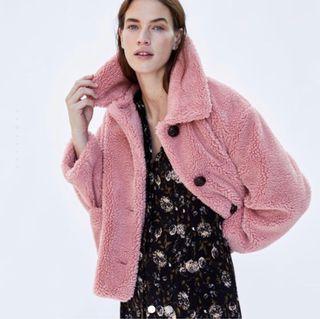 Abrigo borreguito rosa Zara