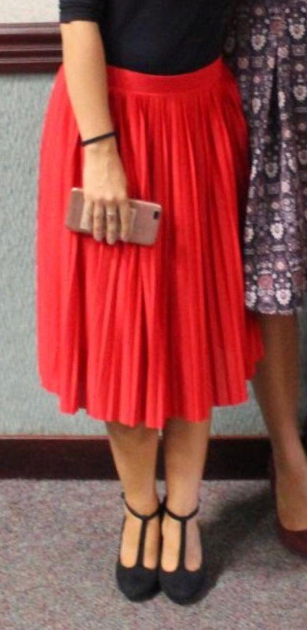 2b722179e Falda plisada roja talla s de segunda mano por 5 € en Madrid en WALLAPOP
