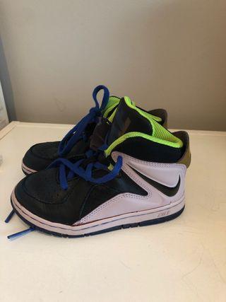 Zapatillas baloncesto Nike T 26