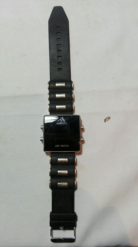 9c0bca00f4c5 Reloj adidas led watch de segunda mano por 15 € en Viator en WALLAPOP