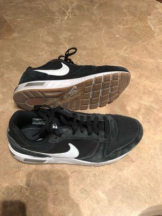Nike Nightgazer- Negro