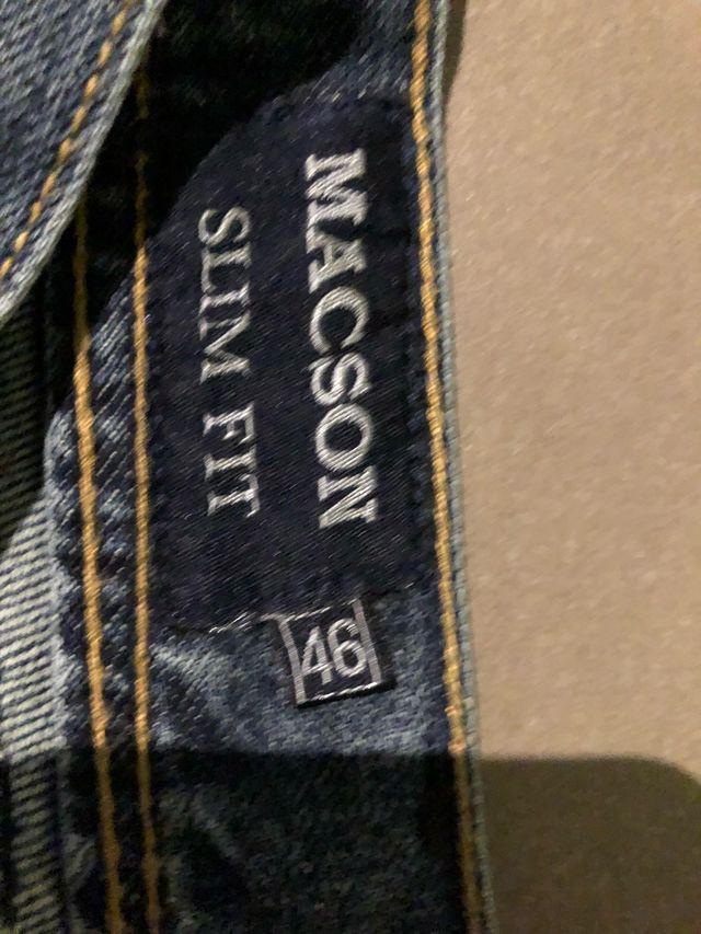 Pantalón tejano marca MACSON