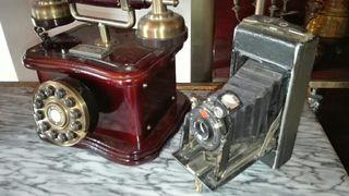 Camara y telefono antiguos