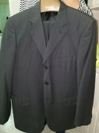 traje de verano negro de hombre