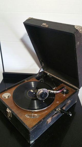 Gramófono antiguo de manivela