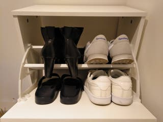 1 Wardrobe. 2 Chest of drawers. 1 Shoe cabinet.