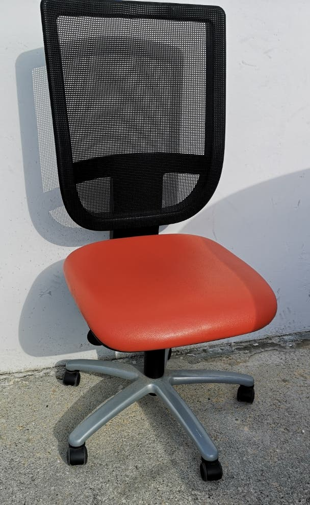 Silla de oficina despacho con ruedas.