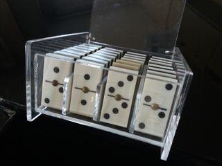 dominó joc amb capsa metacrilat