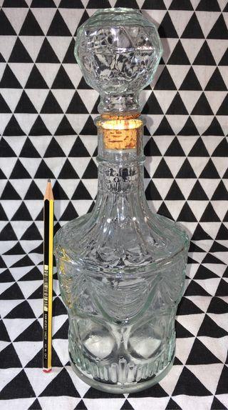 Antigua botella licorera de cristal tallado yTAPÓN