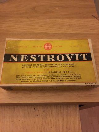 Caja de carton antigua vintage Nestrovit