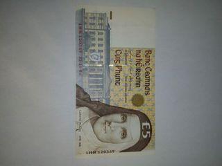 billete de 5 libras de Irlanda muy bonito