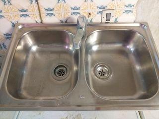 pica con grifo lavaplatos