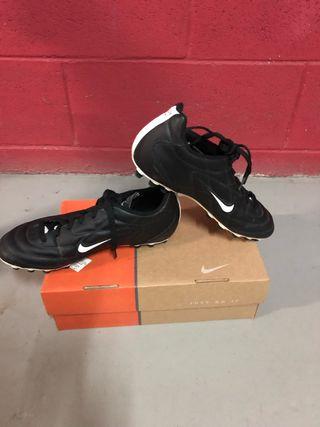 Botas futbol Nike campo artificial