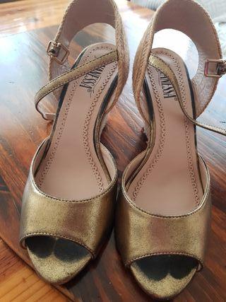 Zapato cuña oro viejo