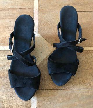 sandales compensées daim noir Jullita UGG® Austral