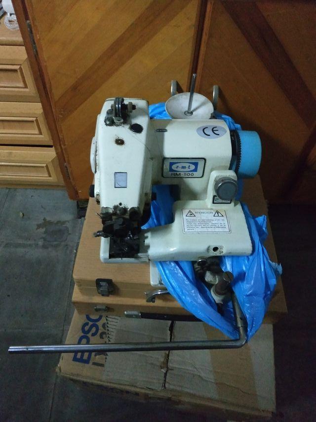 Maquina de coser de bajos