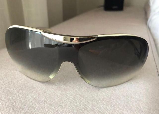 3b9971e139 Gafas de sol Chanel de segunda mano por 40 € en Paterna en WALLAPOP