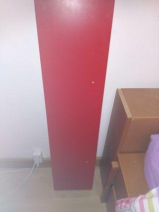 balda de color rojo