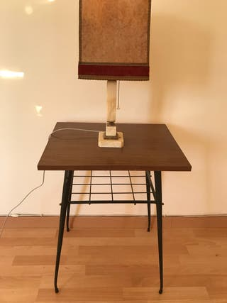 Mesa antigua de madera y hierro