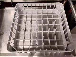 Bandeja platos lavavajillas industrial pequeño.