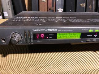Multiefectos Yamaha FX-900 con pedalera FC-900