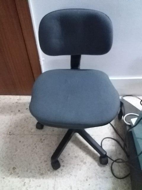Silla oficina tapizado gris. de segunda mano por 3 € en Òdena en ...
