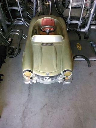 coche a pedales Mercedes300