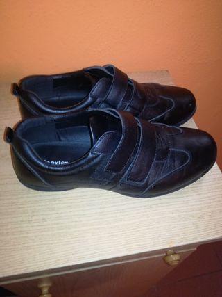 zapatos negros con pegue 40/41