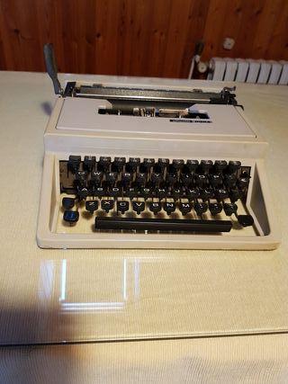Máquina de escribir Olivetti DORA.