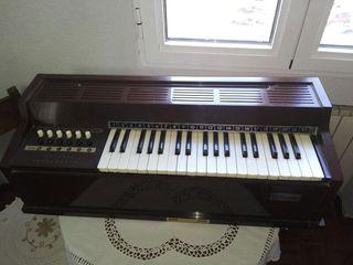 Órgano eléctrico Magnus años 70.